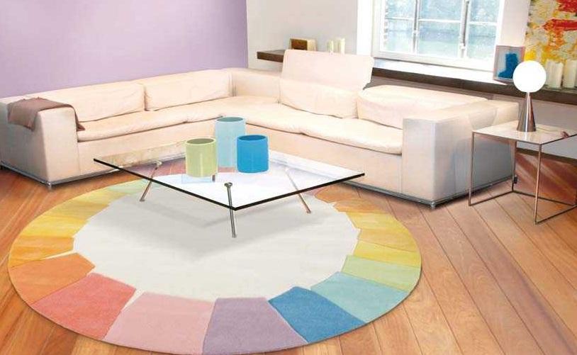 Runde Teppiche im Kontrast zum Eckigem