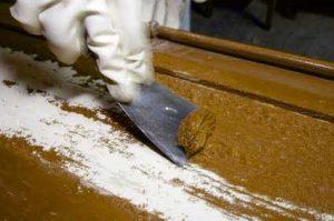 Farbe von Holz entfernen