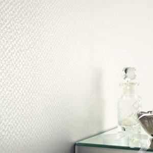 Weiße Tapeten vergrößern den Raum