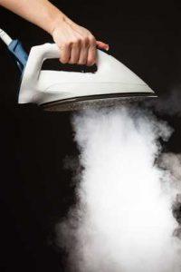 Wasserdampf gegen Druckstellen im Teppich